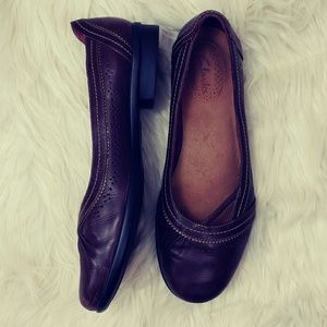 CLARKS LEATHER SLIP ON WOMENS SIZE 8.5